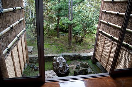 中庭の竹垣