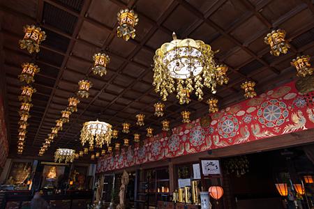 本堂の燈籠
