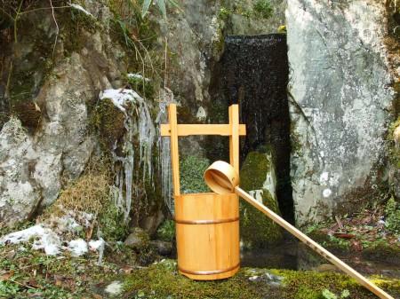 春を告げる水